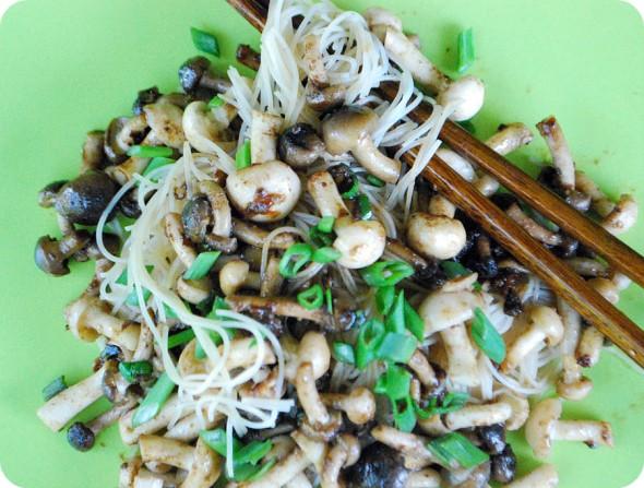 japanese noodles with shimeji mushrooms shimeji japanese noodles with ...