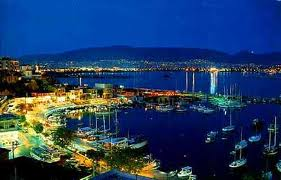Mikrolimano by night - image Greece Pictures.com