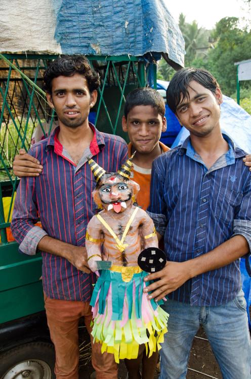 locals on the roadside, selling Diwali effigies