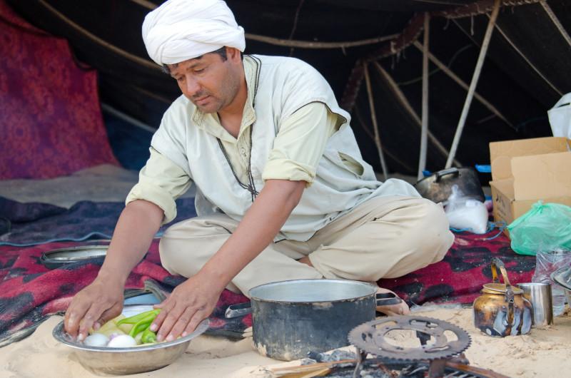 Maki makes breafast, Sahara, Tunisia, May 2015